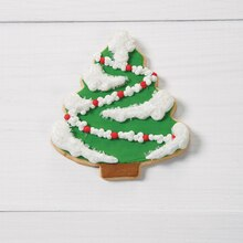 Garland-Draped Christmas Tree Cookies
