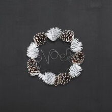 Pinecone Christmas Wreath, medium