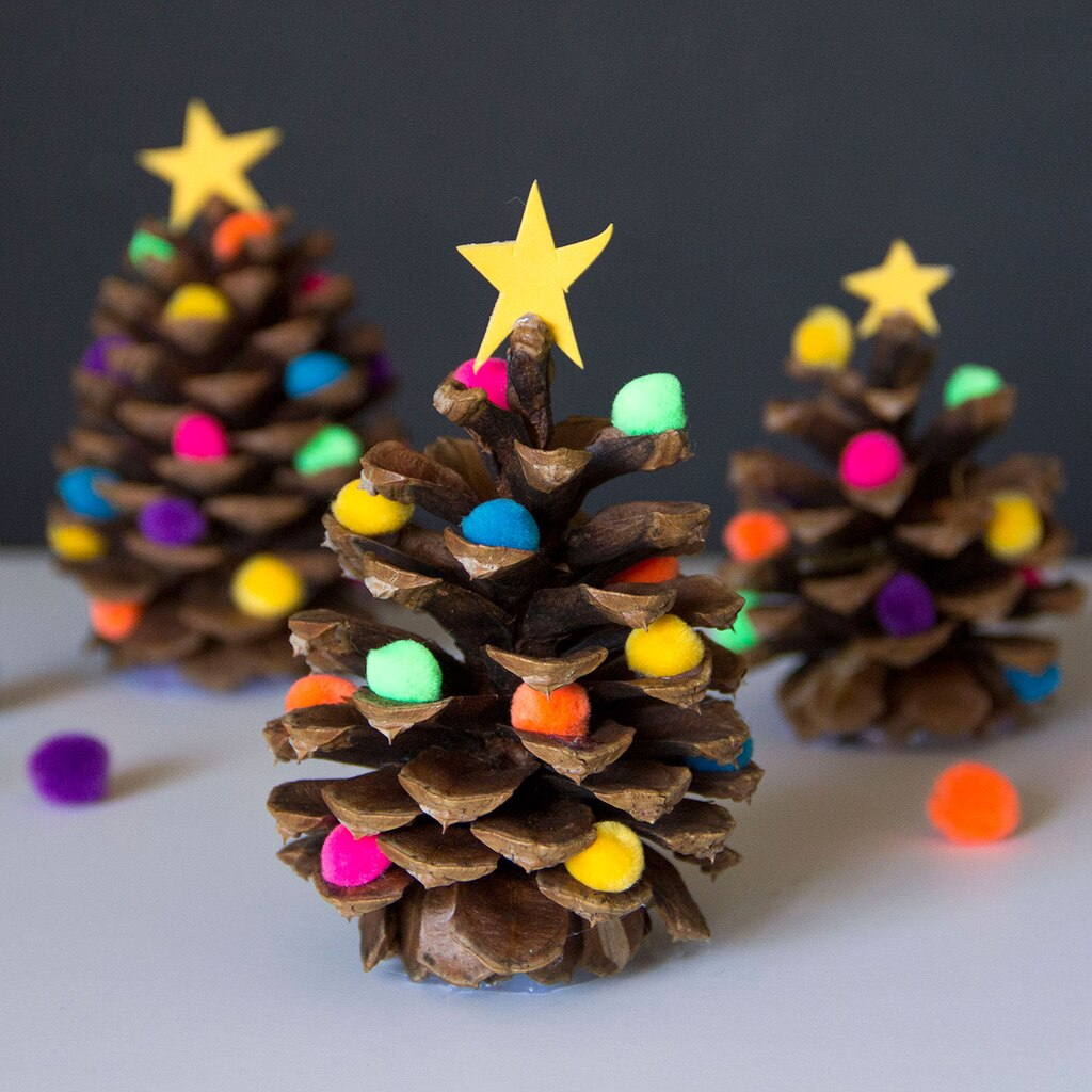 Decorated pine cone christmas tree for Pine cone christmas tree craft